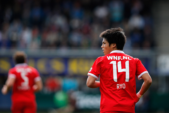 ALMELO, NETHERLANDS - SEPTEMBER 21:  Ryo Miyaichi of Twente in action during the Dutch Eredivisie match between Heracles Almelo and FC Twente at Polman Stadion on September 21, 2014 in Almelo, Netherlands.  (Photo by Dean Mouhtaropoulos/Getty Images)